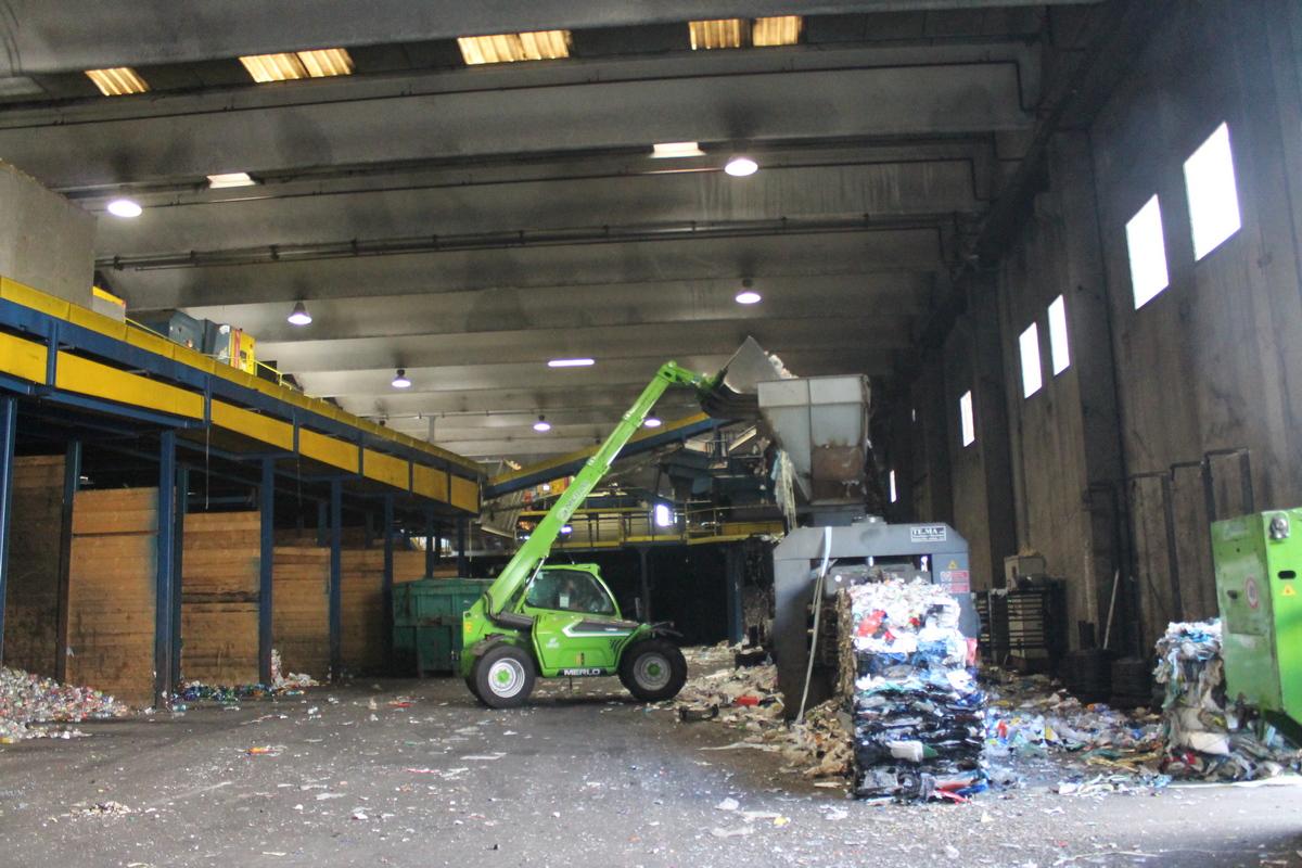 Работа на переработке мусора