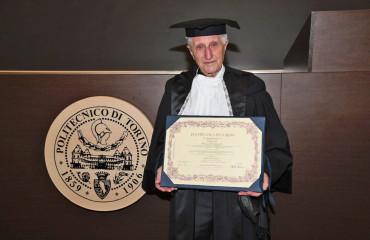 Синьору Амилкаре Мерло, основателю компании MERLO S.p.A., присвоено звание «Почетный инженер» Туринским политехническим институтом.